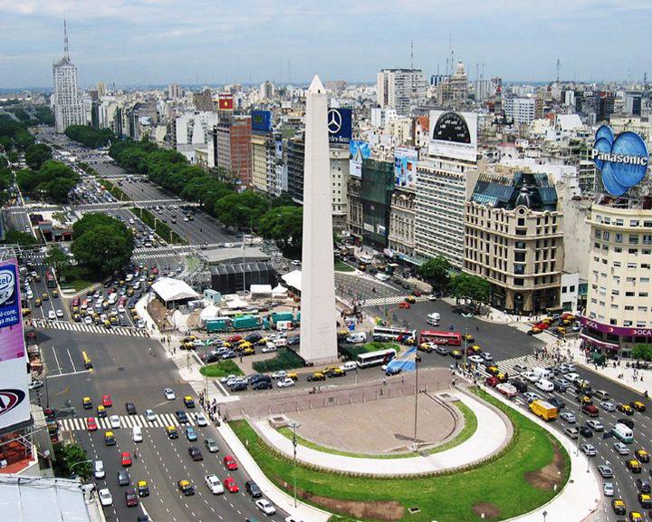 famous streets Avenida Nueve de Julio